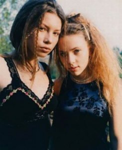 12. 16-year-old Jessica Biel and 14-year-old Scarlett Johansson in 1998