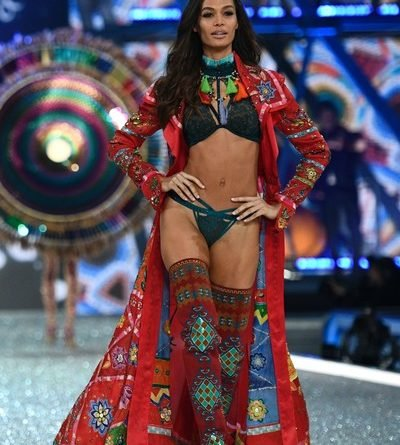016 Victoria's Secret Fashio n Show in Paris Joan Smalls