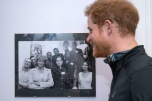 Prince Harry replicates his mother's charity photo 01