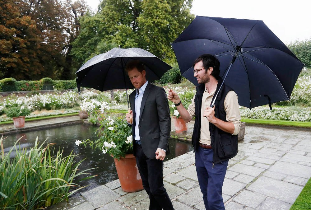 PRINCE HARRY VISIT TO PRINCESS DIANA'S MEMORIAL GARDEN AT KENSINGTON PALACE ON AUGUST 30 2017