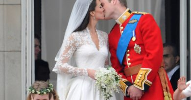 william and kate kiss