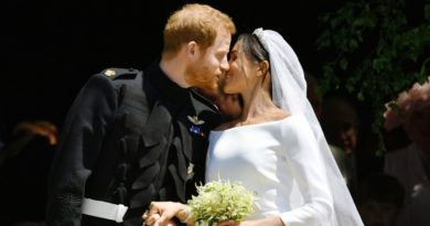 harry and meghan kiss