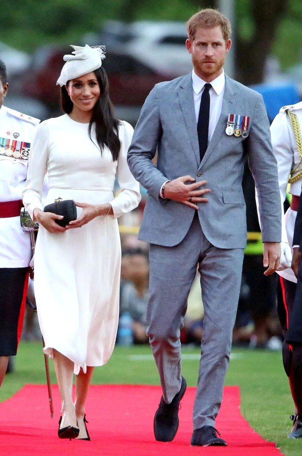Harry and Meghan arrive in Fiji