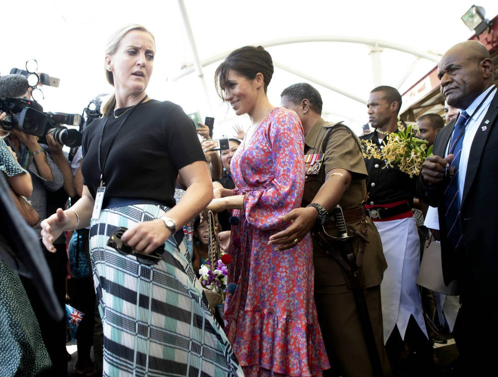 Meghan Markle Dashes Out Of Fiji Market