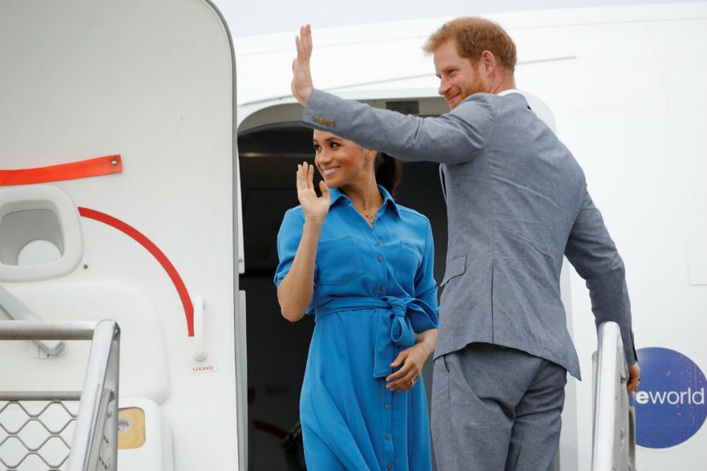 meghan and harry landing 1
