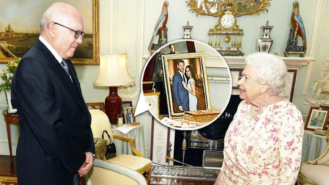 Queen Elizabeth II talks with George Brandis, the Australian High Commissioner