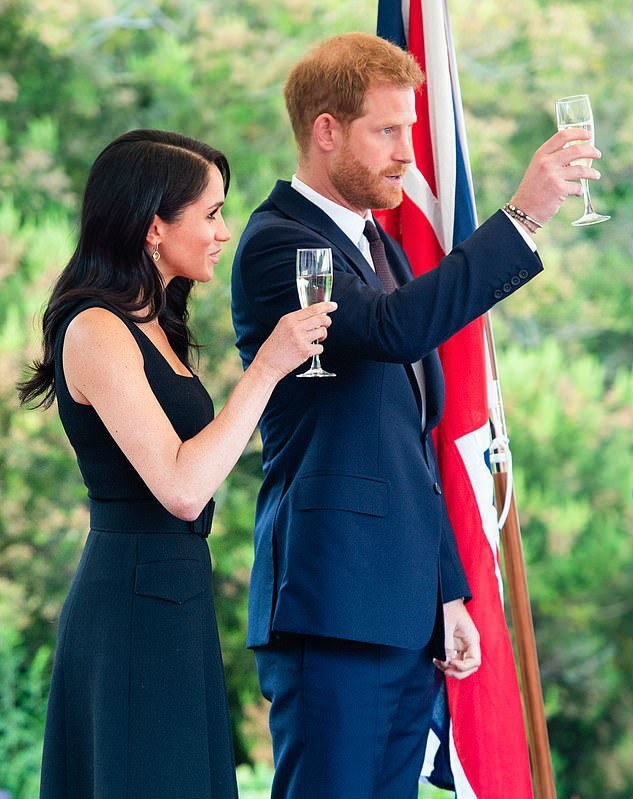 Prince Harry and Meghan Marckle cheers