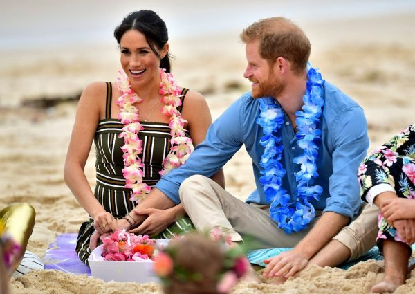 Harry and Meghan yoga in Australia