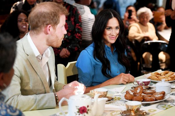 """Harry And Meghan Gave A Cute Answer When Asked """"Where's Archie"""""""