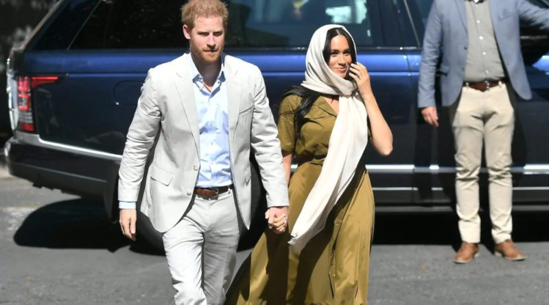 Meghan Wears Headscarf For Auwal Mosque Visit With Harry