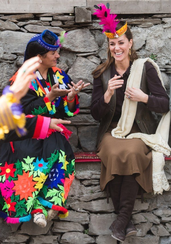 Kate-Middleton-enjoyed-performances-of-traditional-dances-