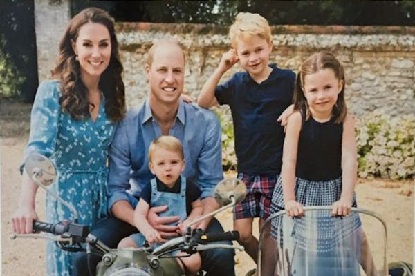 William Kate George Charlotte Louis Cambridges Christmas Card 2019