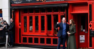 William and Kate visit Tig Coil pub 2