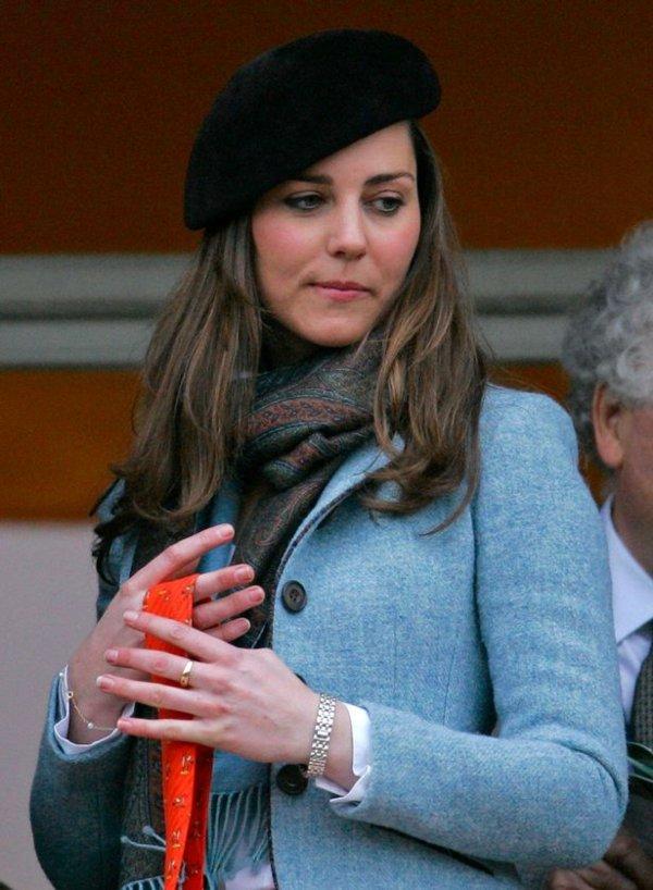 Kate Middleton weanig Rose gold ring