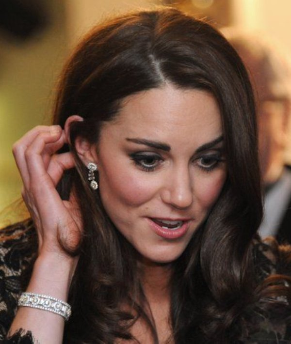 Kate Middleton weanig white and yellow diamond jewellery set from Prince Charles