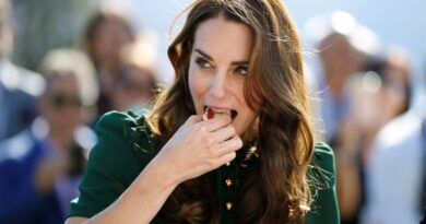 Kate middleton eating favorite food spicy curry