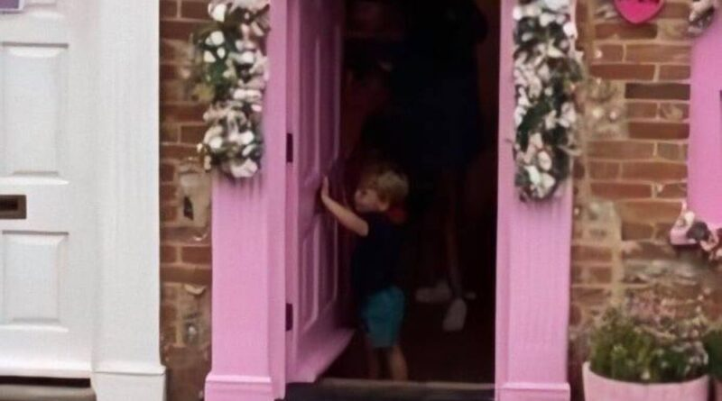 George, Charlotte And Louis Spotted At Mable's Paint Pot