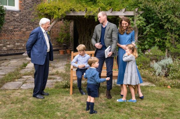 William And Kate Share New Photos Of George Charlotte And Louis Meeting Favorite Celebrity