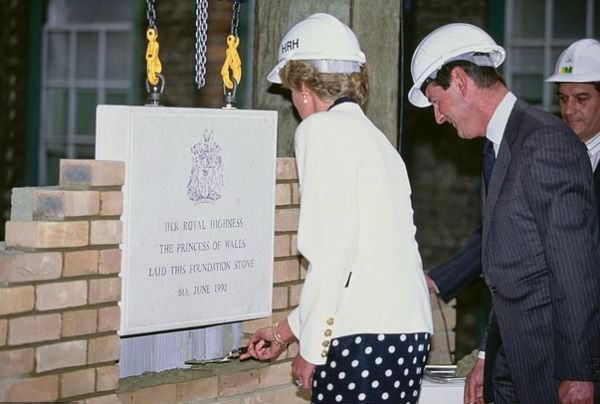 Prince William Follows In Princess Diana's Footsteps With Royal Marsden Hospital Visit