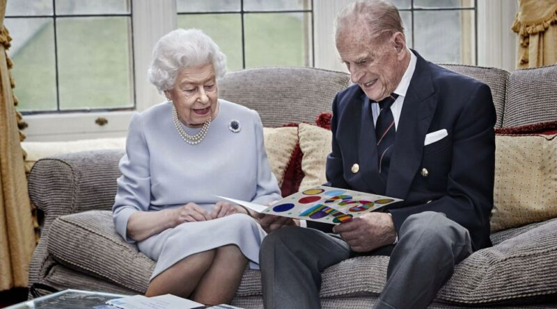 New Photo Of The Queen And Prince Philip Reveals A Sweet Gift From George, Charlotte And Louis