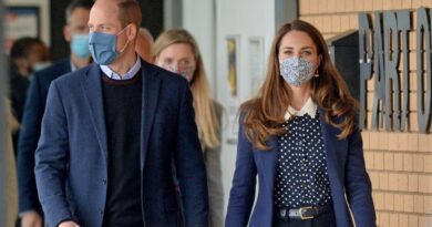 Prince William And Kate Play Ping Pong During Youth Charity Visit