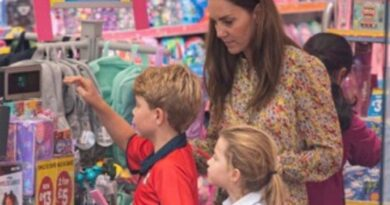 Duchess Kate Spotted Shopping For School With George And Charlotte