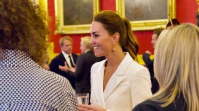 Kate Hosts Event To Thank Everyone Who Worked On Her Hold Still Project